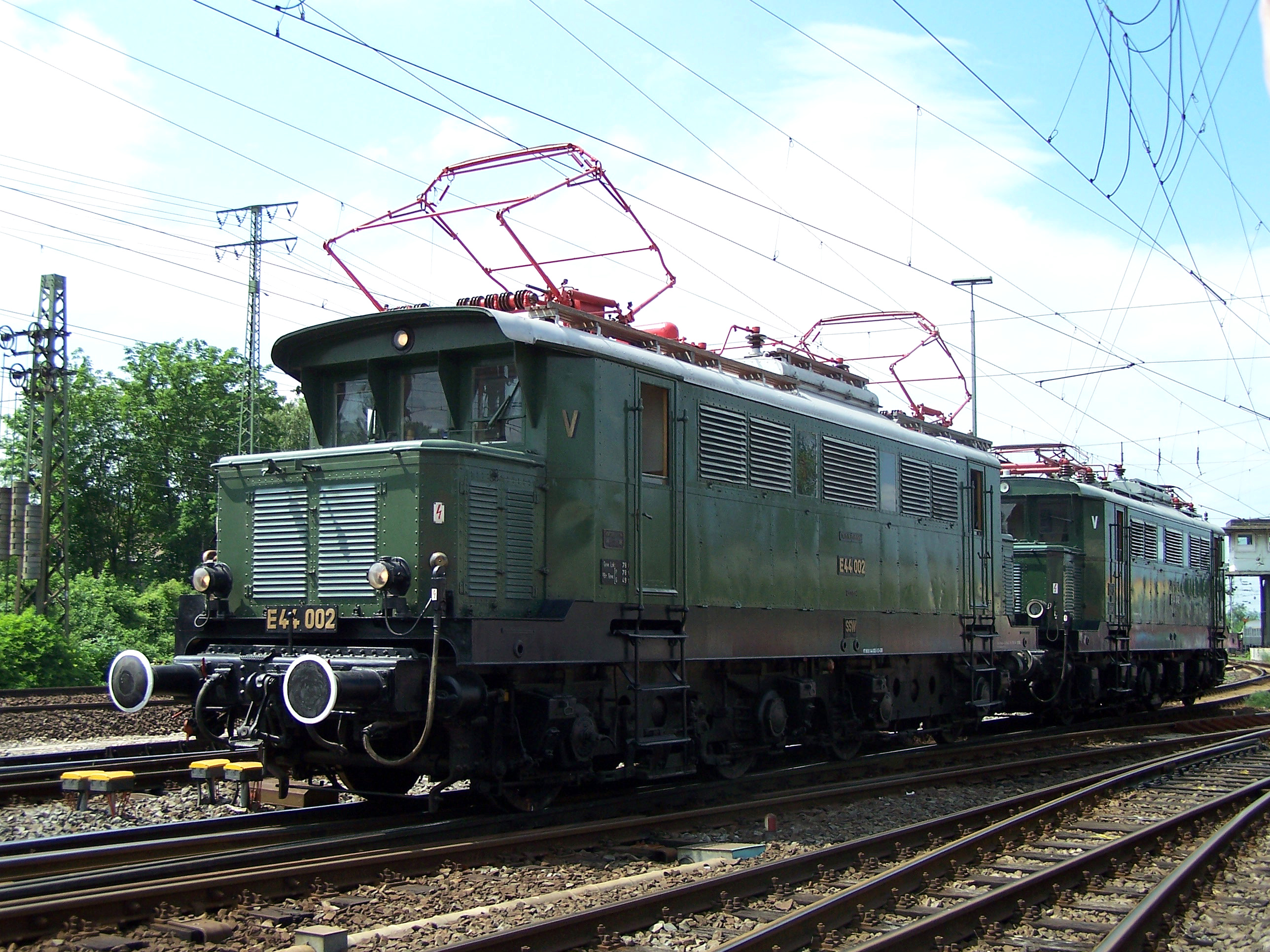 E44 002 ja E44 046, Koblenz-Lützel 2.6.2012. Kuva: Urmelbeauftragter/Wikimedia Commons CC-BY-SA 3.0